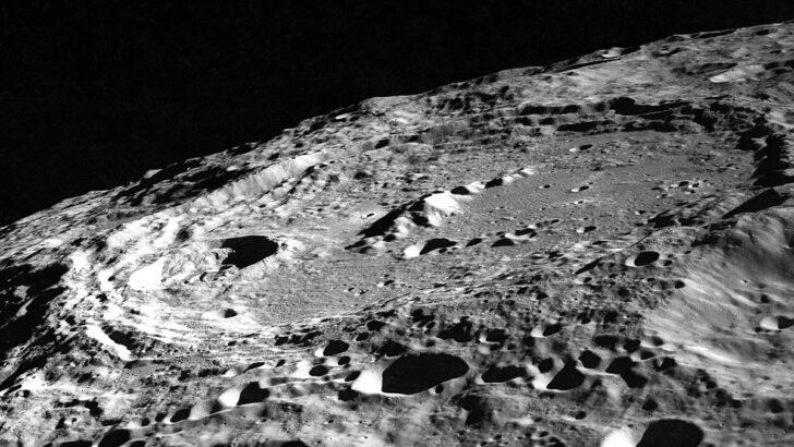 Лунные кратеры. Фото James Stuby