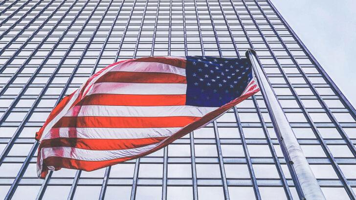 Флаг США. Фото Rabih Shasha / Unsplash