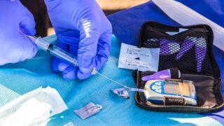 Анализ на инсулин. Фото Matt Chesin / Unsplash