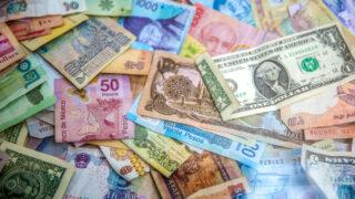 Деньги. Фото Jason Leung / Unsplash
