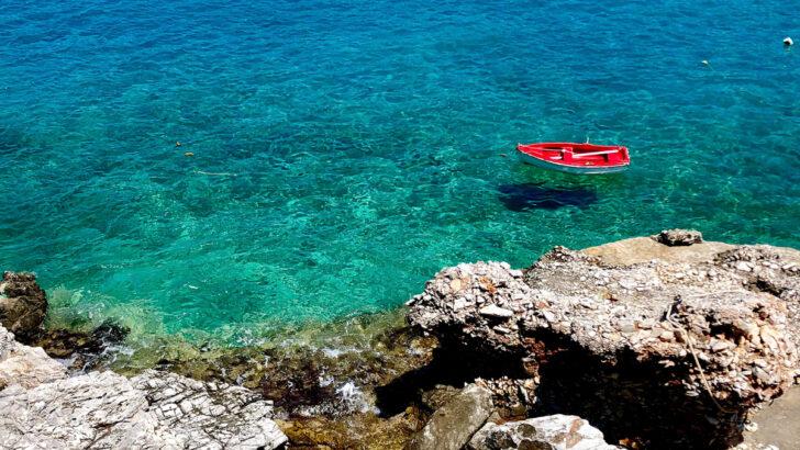 Пляж Агиос Николаос, Фолегандрос, Греция. Фото Jacob Galuten / Unsplash