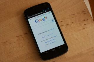 Google в смартфоне. Фото Frédéric Pereira