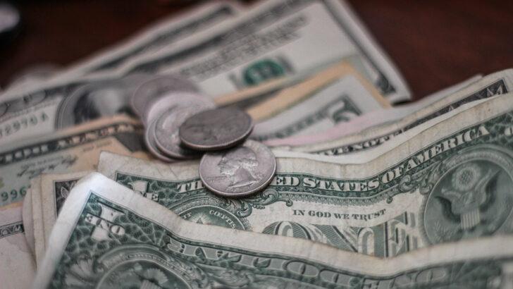 Доллары. Фото Mathieu Turle / Unsplash