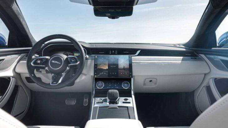 Интерьер Jaguar XF. Фото Jaguar