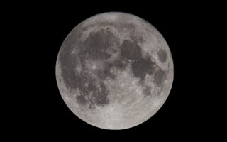 Луна. Фото Mathew Schwartz