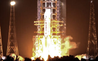 "Запуск ""Чанъэ-5"". Фото China News Service"