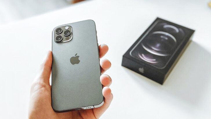 iPhone 12. Фото David Švihovec / Unsplash