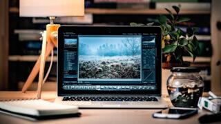 MacBook Pro. Фото Radek Grzybowski / Unsplash