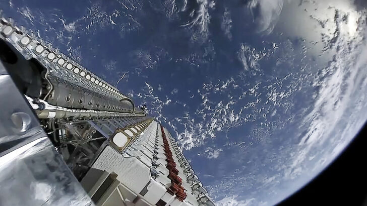 Развертывание спутников Starlink. Фото SpaceX