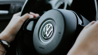 Volkswagen. Фото Julian Hochgesang / Unsplash