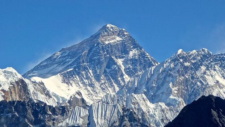 Гора Эверест. Фото Rdevany (CC BY-SA 3.0)