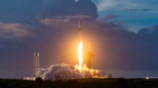 Запуск Falcon 9. Фото Stuart Rankin / Flickr
