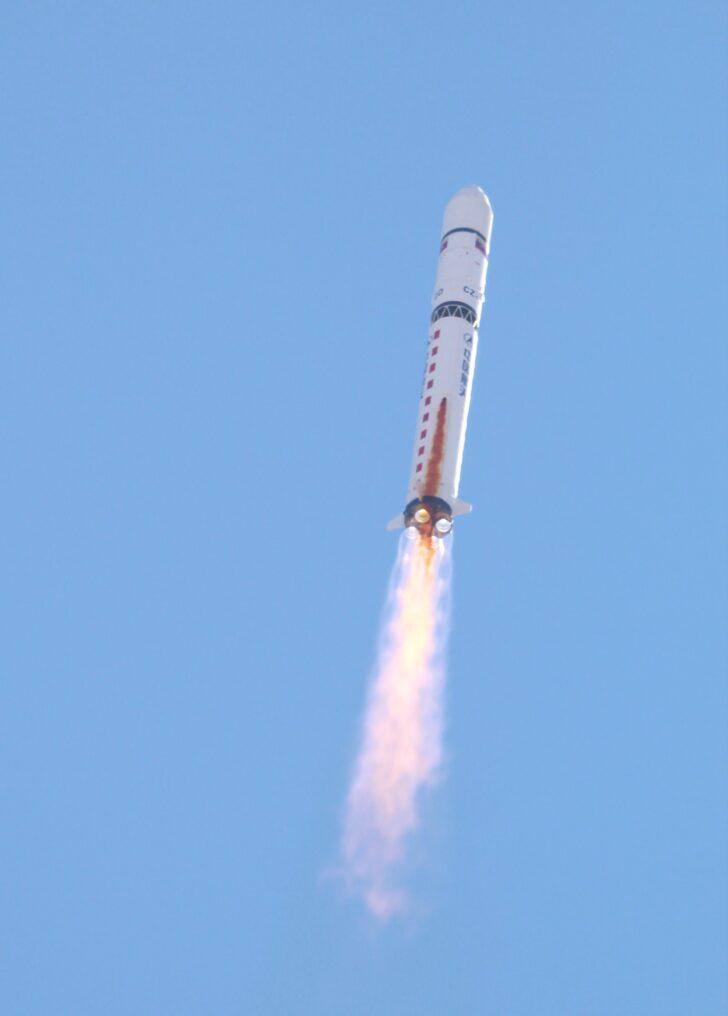 Запуск ракеты Чанчжэн (Long March). Фото Cristóbal Alvarado Minic