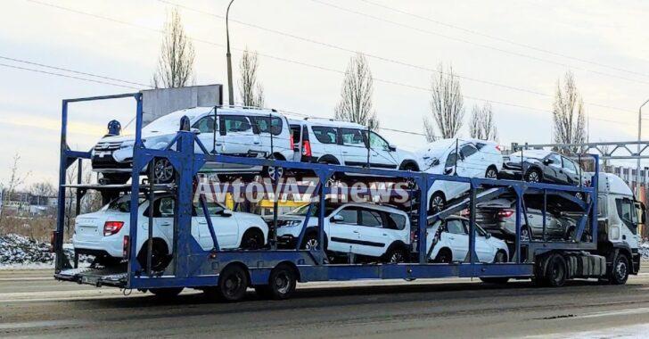 Автовоз с LADA Largus FL. Фото AvtoVAZ News