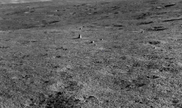 «Километровый столб» на Луне. Фото CNSA