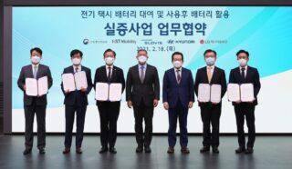Представители Hyundai. Фото Hyundai