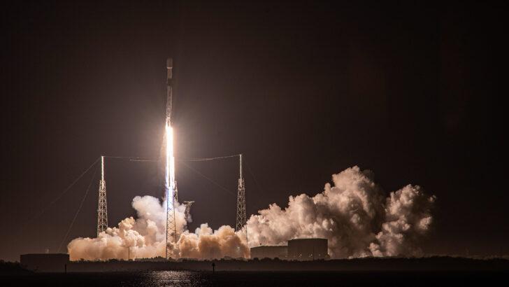 Ракета-носитель Falcon 9. Фото SpaceX (CC BY-NC 2.0)