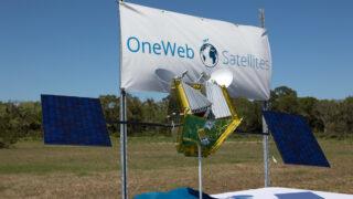 Модель спутника OneWeb. Фото NASA/Kim Shiflett (CC BY-NC-ND 2.0)