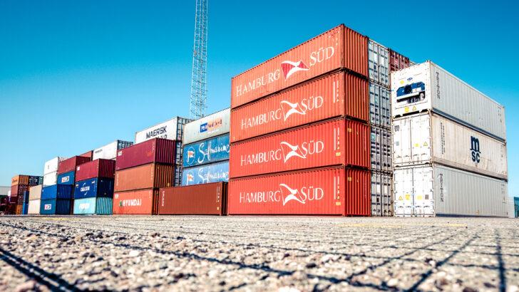 Грузовые контейнеры. Фото Jonas Smith / Unsplash