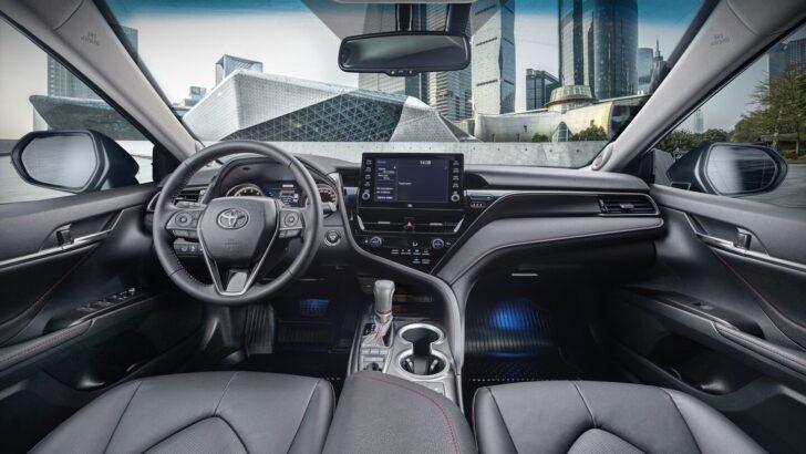 Интерьер Toyota Camry. Фото Toyota