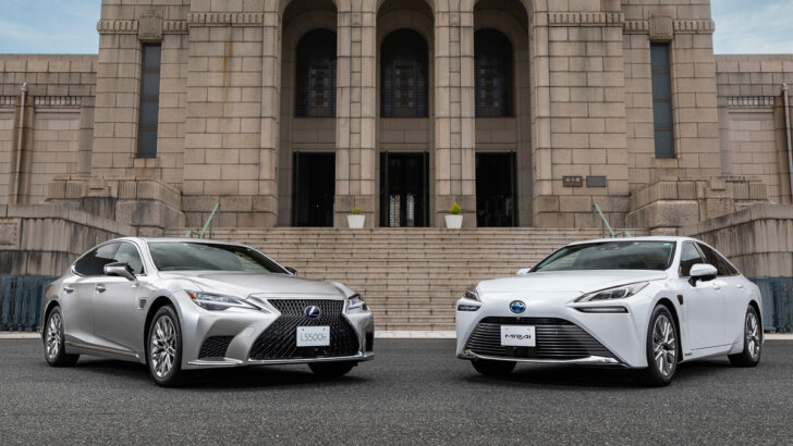 Lexus LS и Toyota Mirai. Фото Toyota