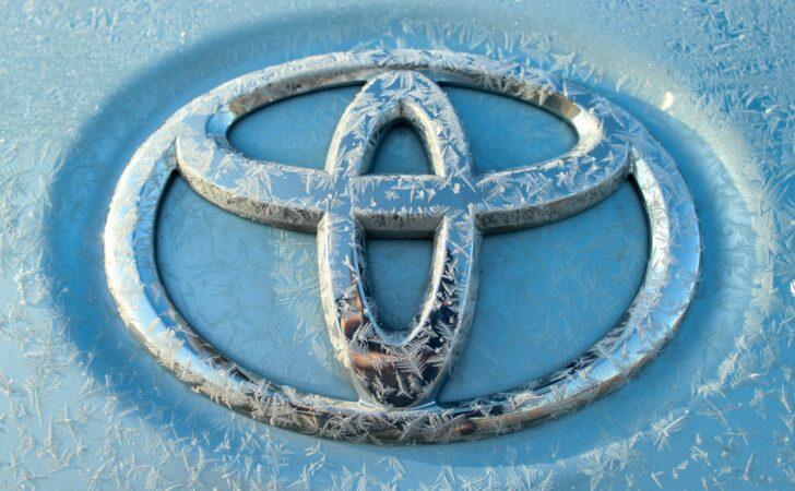 Логотип Toyota. Фото Chandler Cruttenden / Unsplash