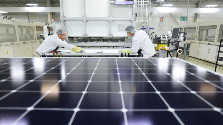 Производство солнечных батарей. Фото Maxeon
