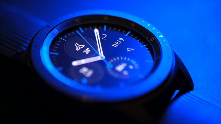 Смарт-часы Samsung. Фото Samer Khodeir / Unsplash