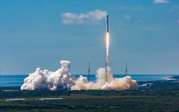 Запуск ракеты-носителя Falcon 9 со спутниками Starlink. Архивное фото SpaceX