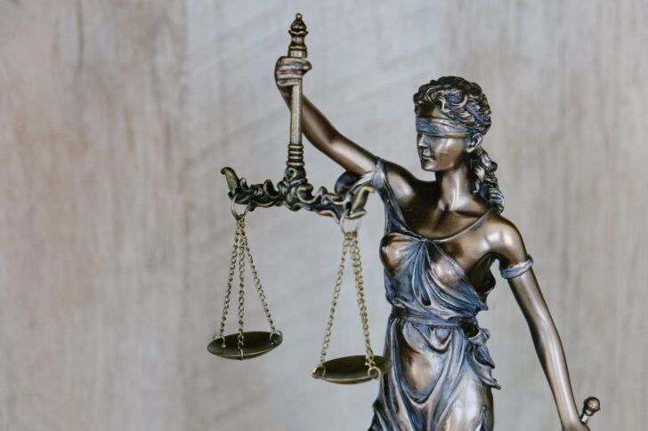 Фемида. Фото Tingey Injury Law Firm / Unsplash