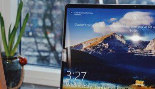 Заставка Windows 10. Фото Panos Sakalakis / Unsplash