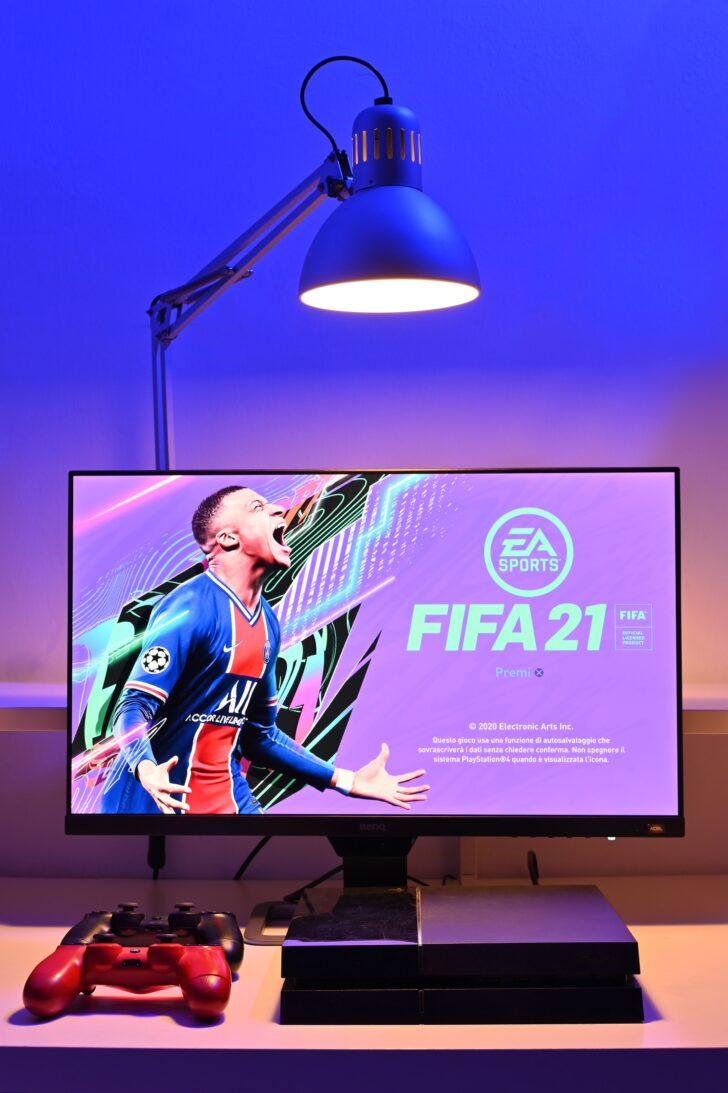 FIFA 21 на PS4. Фото Guglielmo Basile / Unsplash