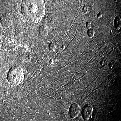 Темная сторона Ганимеда. Фото NASA/JPL-Caltech/SwRI