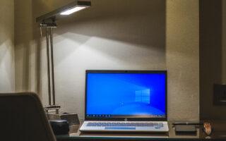 Ноутбук с Windows. Фото Bubble Pop / Unsplash