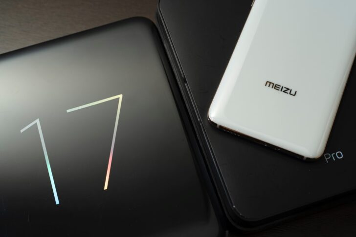 Смартфоны Meizu 17 Pro. Фото Sc Li / Unsplash