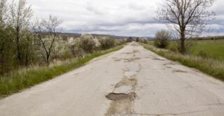 Неровная дорога. Фото aneye4apicture (CC BY-NC-ND 2.0)