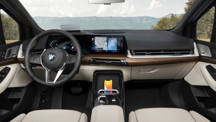 Интерьер BMW 2-Series Active Tourer. Фото BMW