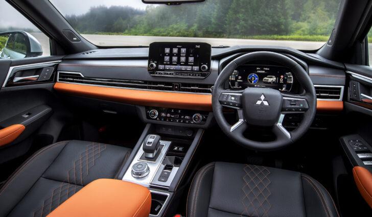 Интерьер Mitsubishi Outlander PHEV. Фото Mitsubishi